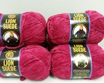 1 Skein Lion Suede Yarn Color Rose, Dye Lot 0147H, 3oz/85g, 122yds/110m, Bulky 5