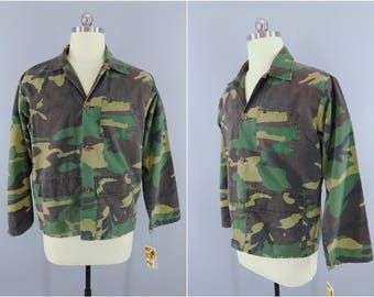 size Small Vintage 1980s Camo Green Grey Short Sleeve 80/'s Cotton Button Down Shirt Steampunk Jacket Men/'s Camouflage MILITARY Shirt