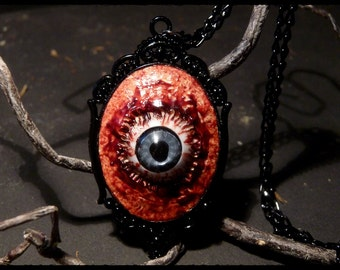 Eye necklace - bloody flesh