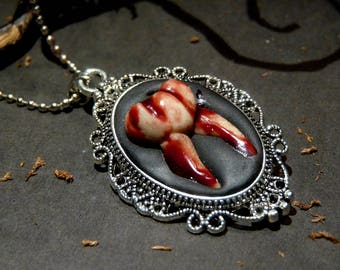 Medaillon Necklace - Bloody Tooth