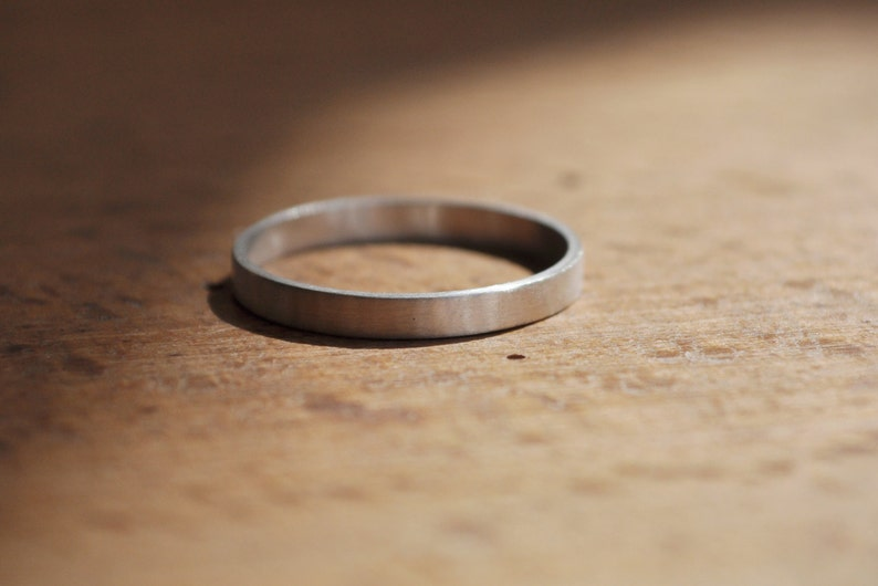 Simple Unisex Sterling Silver Band Graphic and elegant Design Silver Dust Ring Ring for Men and Women