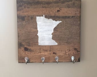 State key holder with hooks