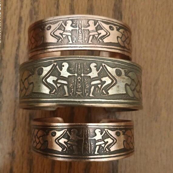 baf6b939980c4 Vidar and Fenrir at Ragnarok Armband Bracelet Cuff Norse | Etsy