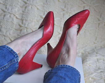 4c52ffa94788 Vintage 80s   90s red leather pumps