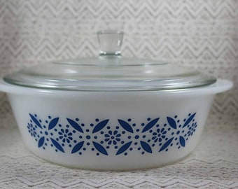 Glasbake J514 Casserole with Lid, Round Blue and White Casserole with Lid, Blue Flower Casserole with Lid, 2 Qt. Casserole with Lid