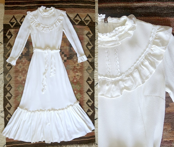 Stunning 1970s vintage wedding dress / Moss crepe