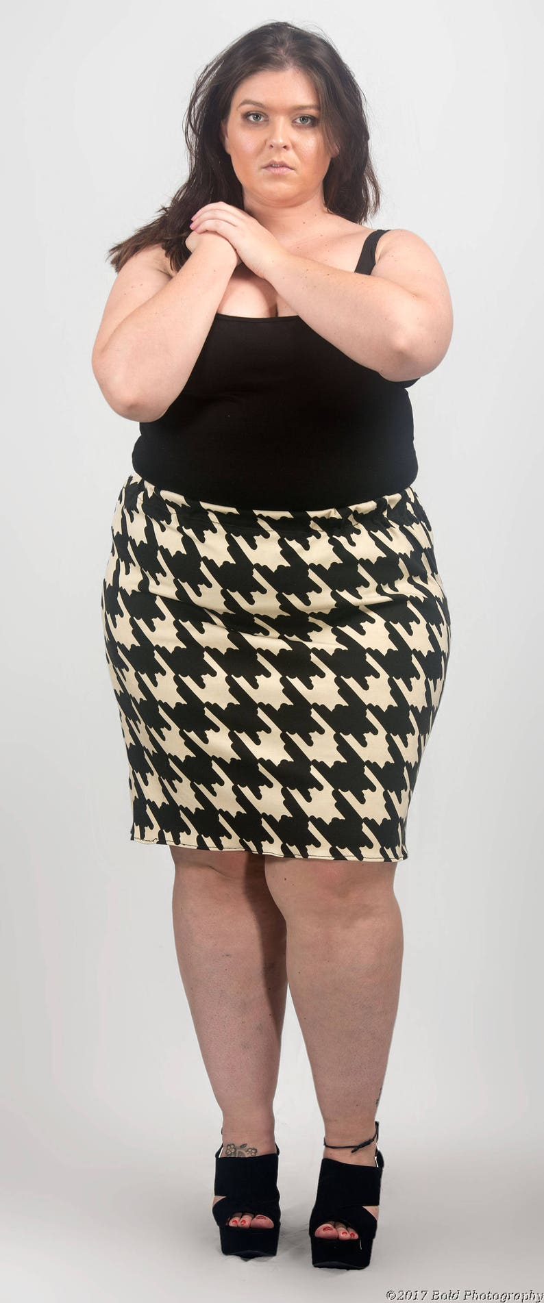 c8ddf9b7cd1 Dogtooth  Houndstooth print cream and black pencilMini skirt