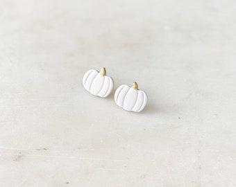 Pumpkin Studs   Winter white