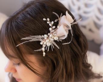Bridal Headpiece Blush Silk and Pearl Wedding Hairpiece Rose Gold Hair Comb Elegant Hair Accessories Feather Hair Clip Bridal Hair Pins