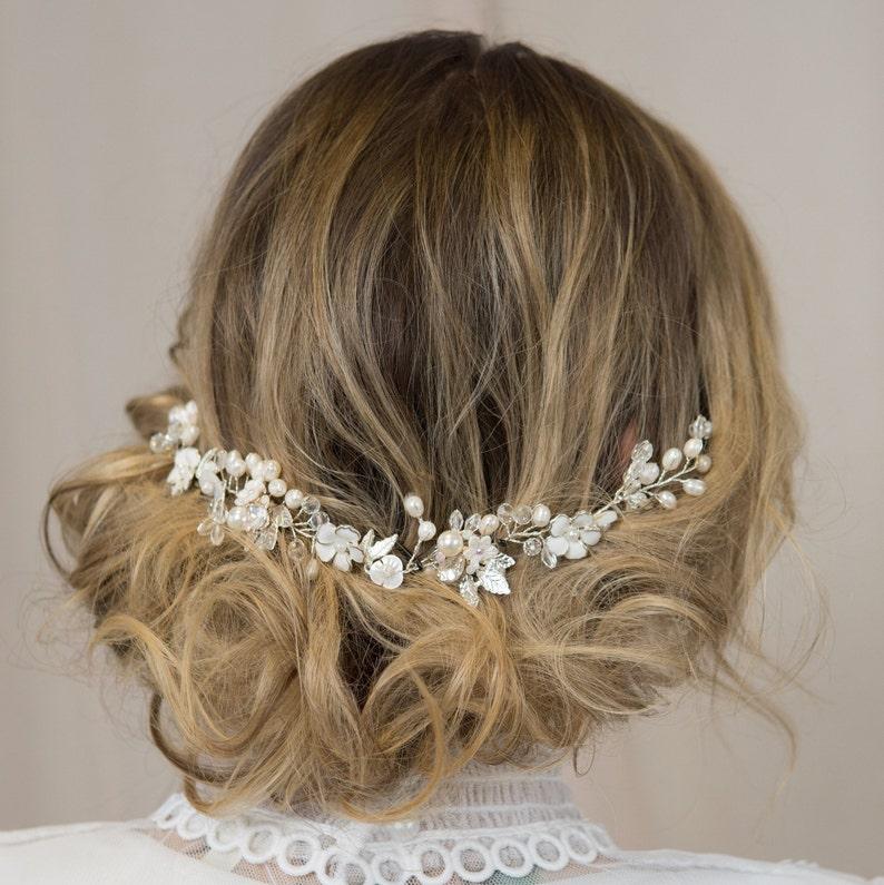 Crystal and Pearl Hair Vine Bridal Hair Piece Wedding Headpiece Bride Halo Wedding Hair Comb Bohemian Headpiece White Flower Crown Boho Comb