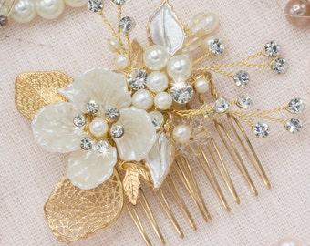 Small Bridal Hair Comb Gold Pearl Hair Comb Ivory Floral Hair Piece Wedding Head Piece Gold Leaf Hair Pins Side Hair Comb Veil Comb