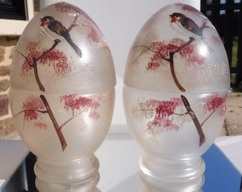 A Pair Of Edwardian  Egg Shaped Hand Painted  Frosted Glass Folkestone Souvenirs.