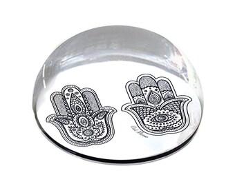 802f58bf48 Ornée à la main de Fatima Illustration 2 mains Hamsa 2 » en forme de dôme  cristal aimant ou presse-papier