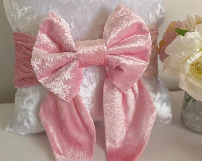 Beautiful Decorative Bow Cushion