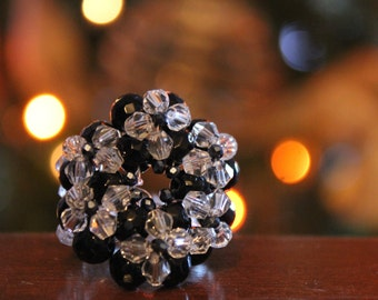 Maxi ring with black crystals and transparent round.