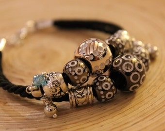 Double strand bracelet with charms bronze and gold Rosé