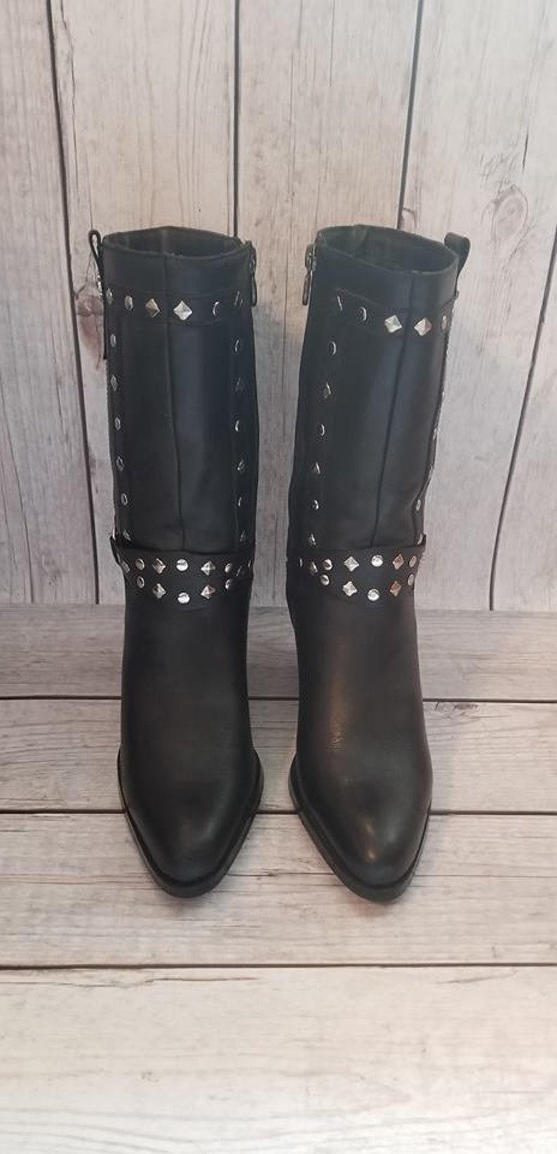 381b0eb38f23e Size 7 M Women s Black Leather Studded Strut Harley