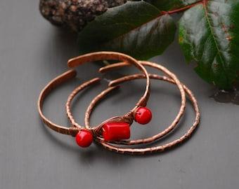 Red bangle bracelets Set of 3 pieces Copper Bangle Bracelets Stacking bangles Twisted copper Hammered copper bracelets Coral copper metal