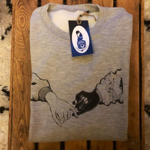 "Hand-printed Fairtrade sweater ""Sisters in Crime"""