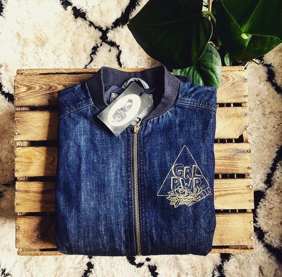 "Hand-printed Fairtrade denim jacket ""GRLPWR"""