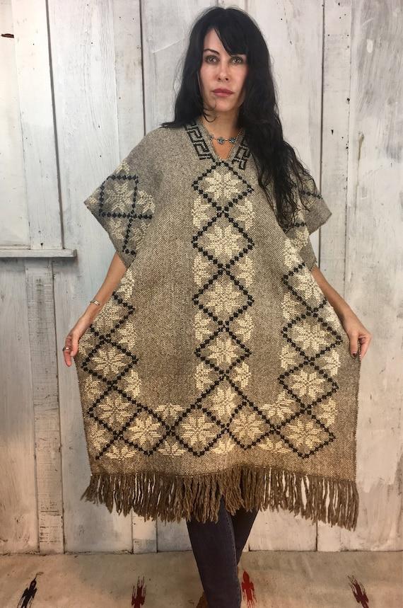 Vintage Handwoven Poncho//Mexican Wool Poncho//Fol