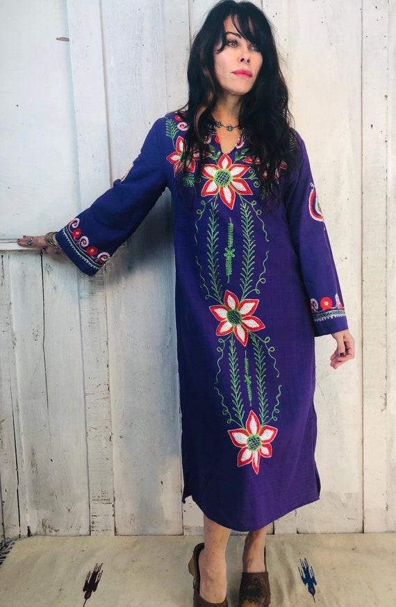Vintage Indian Caftan/: 70s Embroidered Ethnic Kaf