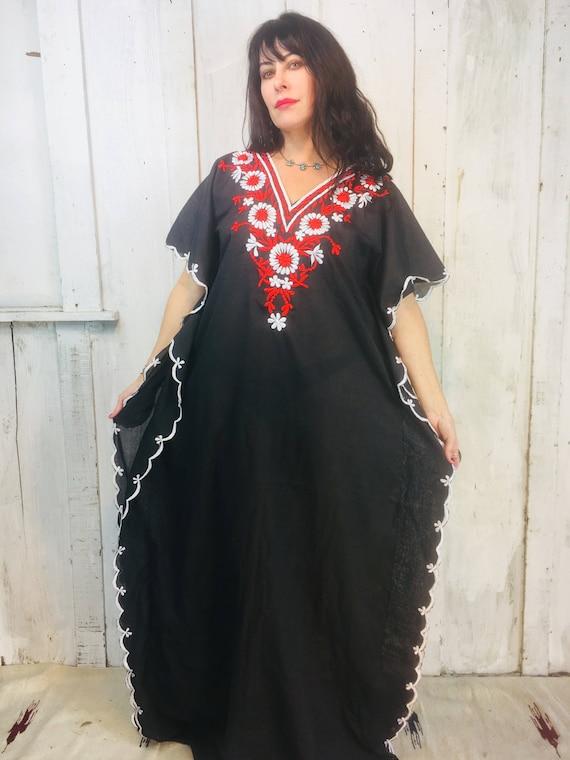 Vintage 70s Embroidered Kaftan// Black Bohemian Ka
