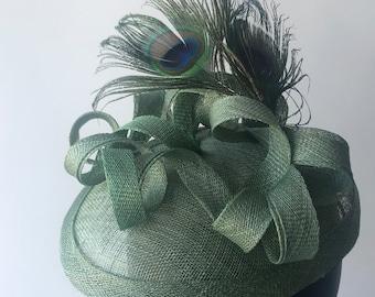 Green facinator/Kentucky fascinator/ saucer fascinator/Peacock feather /Tea party hatinator/wedding /Derby fascinator/sinamay