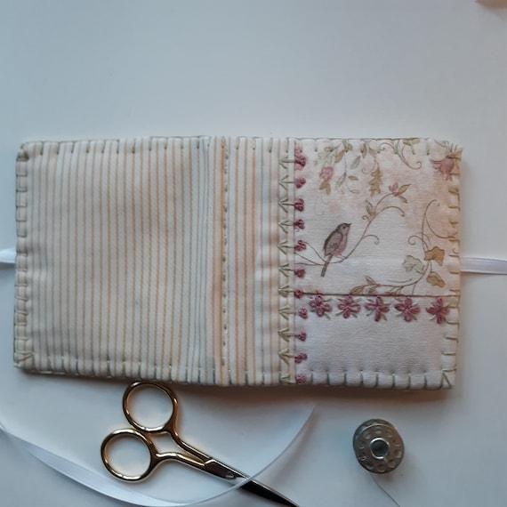 Livre à la main/laine feutre à l'aiguille livre/rose blanc et blanc livre/rose à l'aiguille livre 785c81