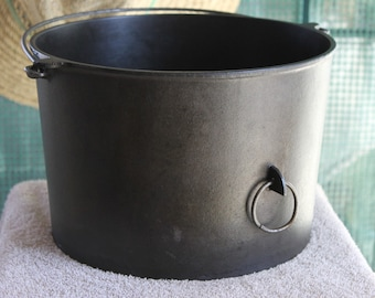 Griswold #8 Flat Bottom Cast Iron Kettle