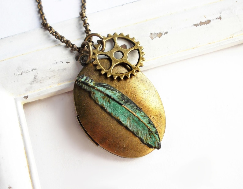 Medallion necklace bronze Mechanical Feather green