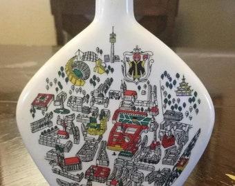 Vintage Escorial grun porcelain liqueur bottle
