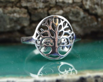 Sterling silver tree of life ring in sizes 4, 5, 6, 7, 8, 9