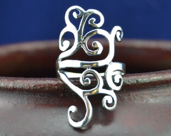 Beautiful sterling silver ring with abstract swirl design in sizes 6, 7, 8, 9, 10