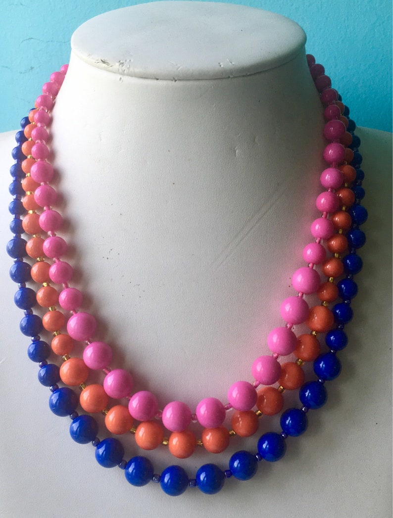 Mid Century Graduated Glass Bead Necklace Set in Hot Pink by Seditious Jewelry Rita