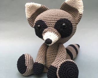 Otis the raccoon, crochet/otis the Raccoon