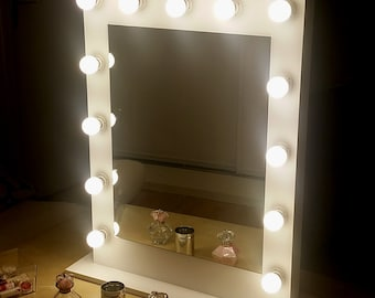 Vertical makeup mirror