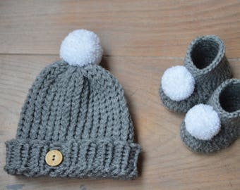 Neutral baby outfit - Knit baby hat - Crochet baby booties -Pompom booties -Gray baby beanie - Mothers day gift - Gender neutral - baby gift