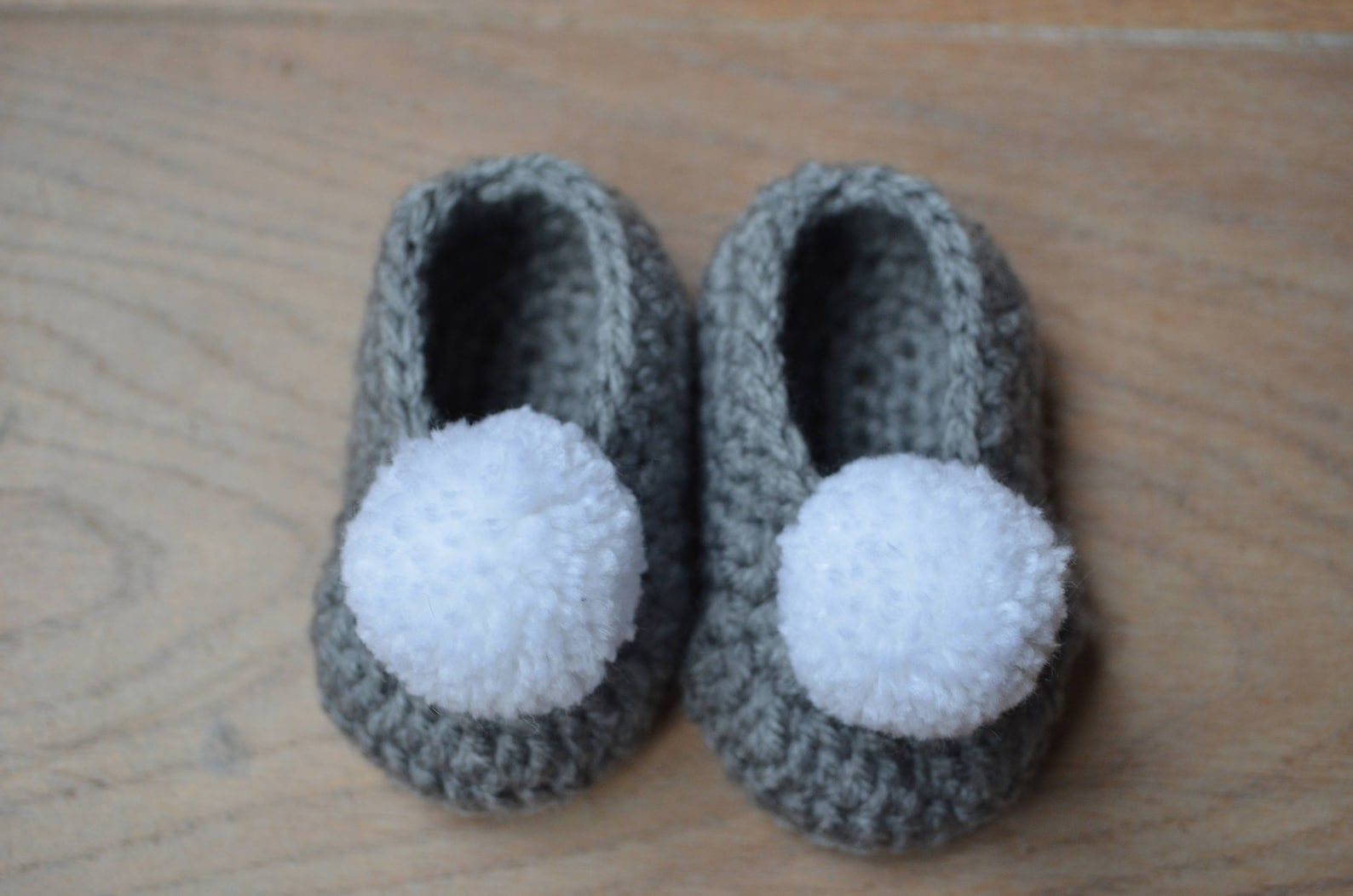 crochet ballerina - baby ballet shoes - crochet baby shoes with pompom- pregnancy announcement grandparents - gift baby -grey ne