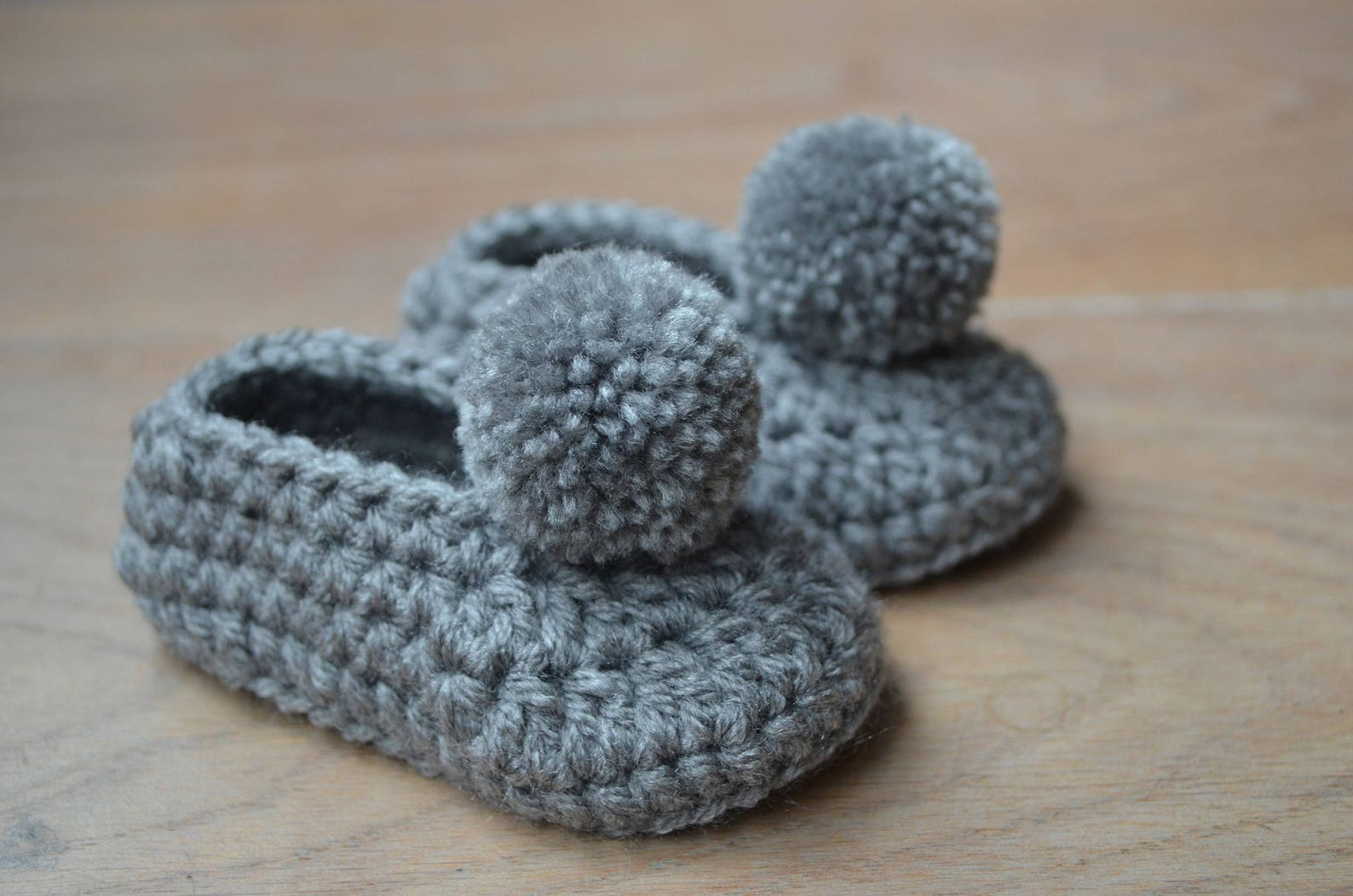 crochet baby shoes - newborn baby shoes - pompom shoes - baby ballerina - baby gift girl - baby ballet shoes - flip flops - baby