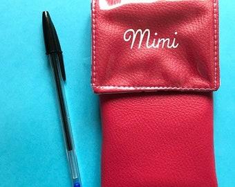 """FUSHIA (Num 5) Pochette à crayons aimantée """"Et hop dans la poche!"""" pour les blouses"""