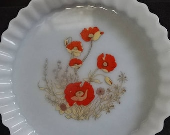 Arcopol France Flan Dish/Pie Dish/Milk Glass/Poppies/Vintage/1980s