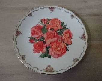 Royal Albert Decorative Collectors Plate/The Queen Mothers Favourite Flowers/Elizabeth of Glamis by Sara Anne Schofield/Collectable/1990