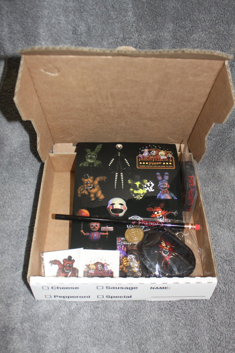 FNaF Pizza Party Box  FIVE NIGHTS at FREDDYS 30 pack