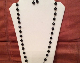 41 Inch Black Pearl Wire Linked Necklace with Complimenting Earrings