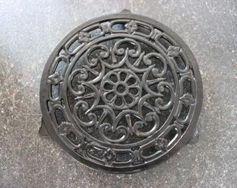 Underside of dish French vintage enameled cast iron black Decotec brand