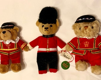 7e97532fdf6b HARRODS Vintage RARE Queen Elizabeth Queens Guard Yeomen Warders Beefeater  Guardsman Teddy Bears Tower of London Buckingham Palace ENGLAND