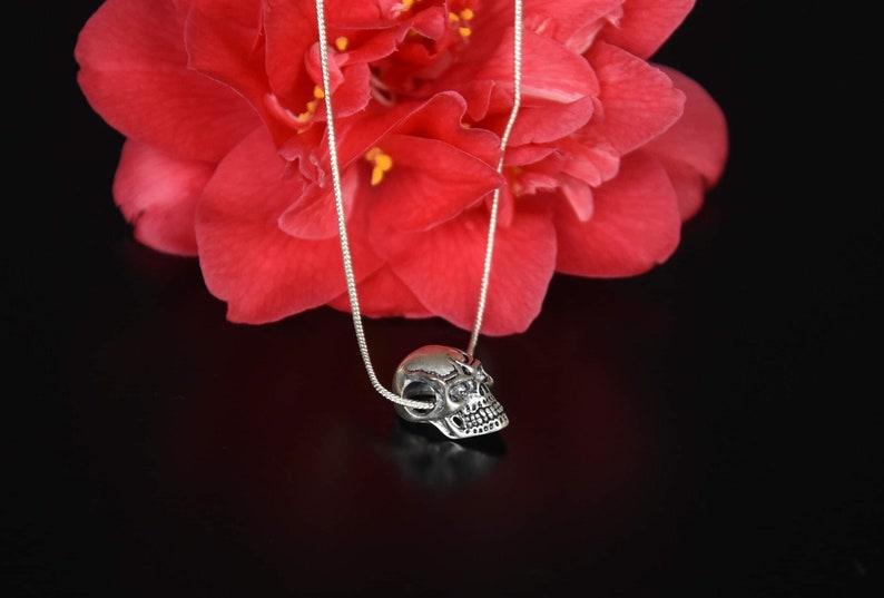 Skull pendant silver necklace