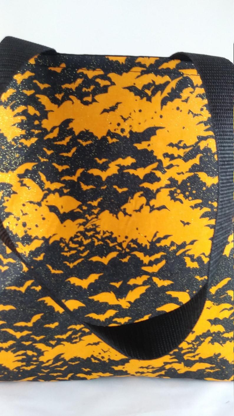 Halloween bats tote bag