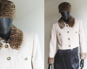 Vintage Womans' Cropped Blazer Jacket/Ecru white .Faux Fur Collar/Cuffs  Size US Medium